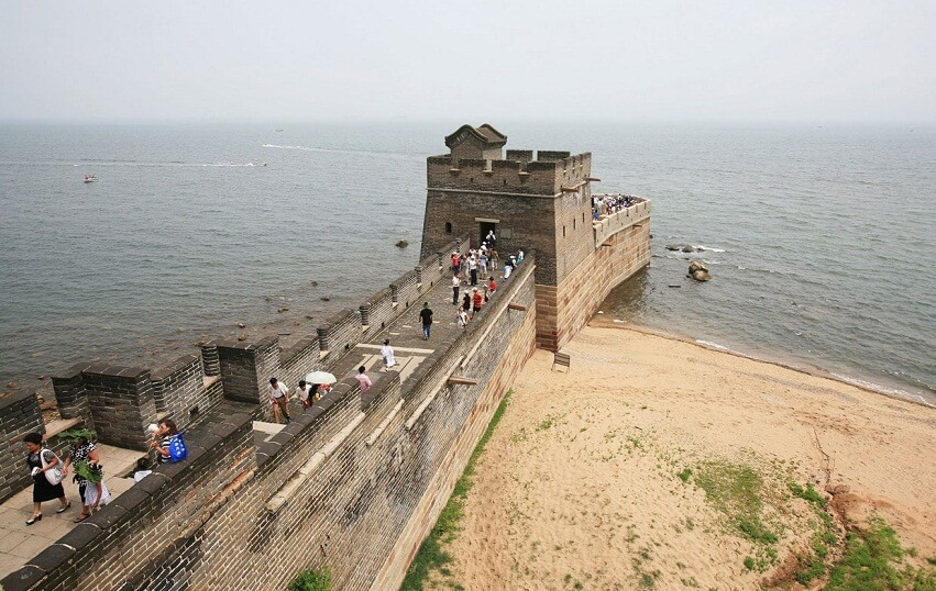 Chinese wall near the sea